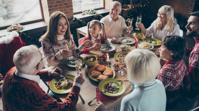 """""""Na trawienie musi być czas"""". Co i w jakich ilościach jeść w czasie Świąt?"""