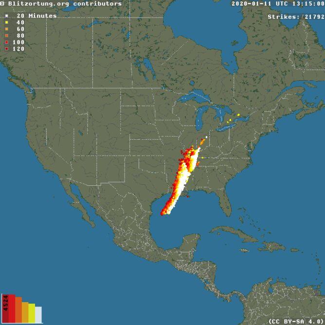 Wyładowania atmosferyczne nad Stanami Zjednoczonymi w sobotę o godzinie 14.15 (blitzortung.org)