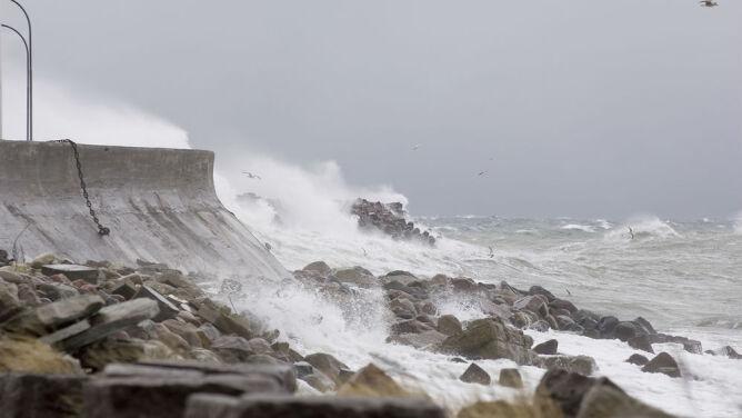 Na Bałtyku sztorm, w górach halny. Rozległy front zawładnie pogodą